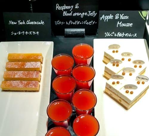 ザ・テラス アトリエコーナー「りんごと柚子のムース*、ラズベリーとブラッドオレンジのゼリー、ニューヨークチーズケーキ」