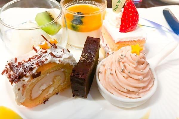 【アトリエ】レモンミルク、【アトリエ】オレンジのブランマンジェ*、ストロベリーショートケーキ、ビュッシドノエルマロン*、ガトーショコラ、マロンシャンティー
