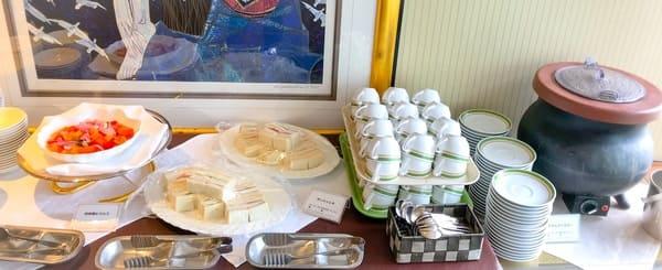 夜間飛行スイーツブッフェ軽食|ピクルス、サンドイッチ、スープ(クラムチャウダー)