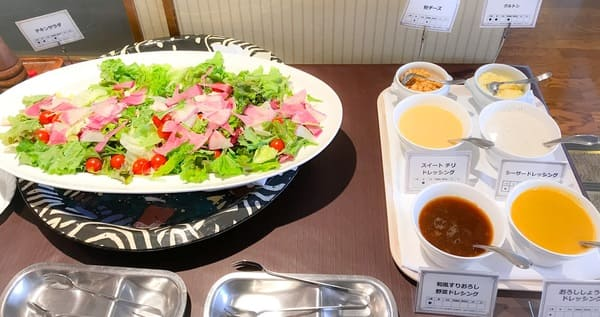 川崎日航ホテル夜間飛行スイーツブッフェのサラダ