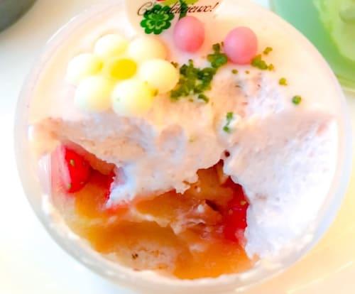 ザ・テラス 林檎と苺のタンバルのグラスの中身写真