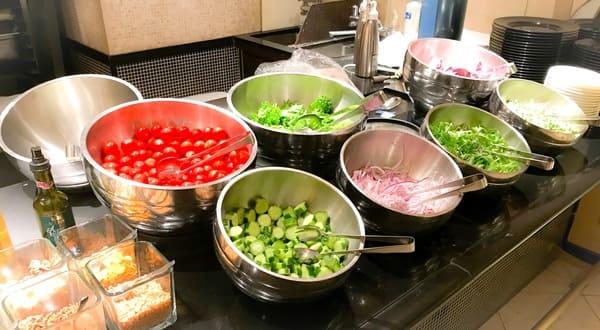 ウェスティンホテル東京 ザ・テラス ディナーブッフェのサラダコーナーブッフェ台