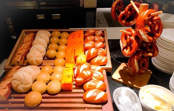 ウェスティンホテル東京 ザ・テラス ディナーブッフェのブレッドコーナー