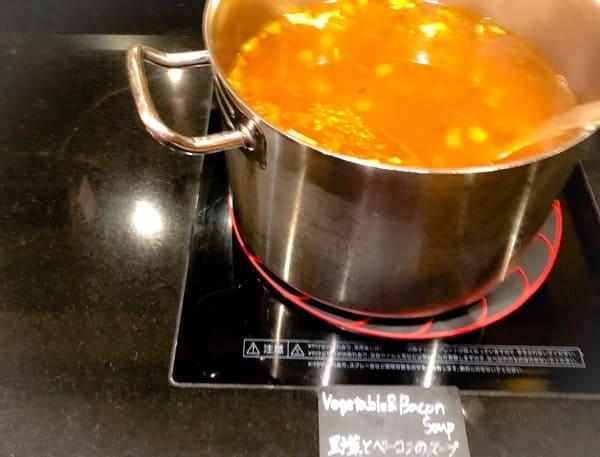デザートブッフェでもお馴染みの「野菜とベーコンのスープ」