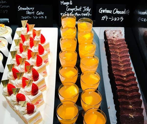 ガトーショコラ、マンゴーとグレープフルーツのゼリー、ストロベリーショートケーキ