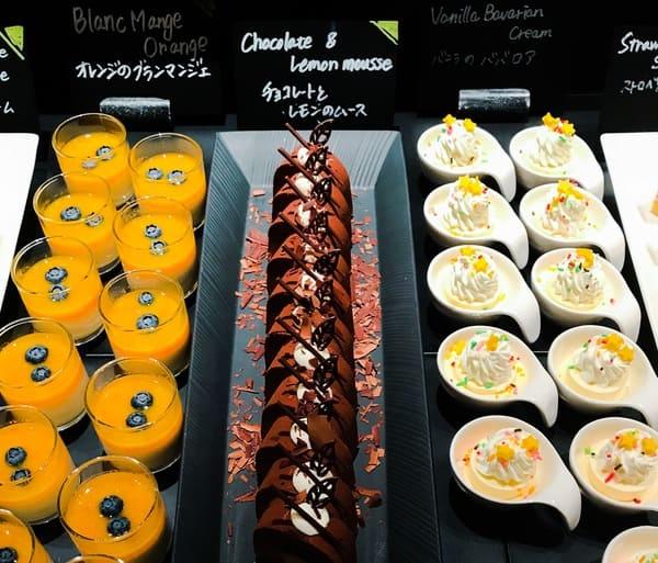 バニラのババロア、チョコレートとレモンのムース、オレンジのブランマンジェ