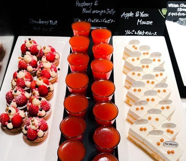 ザ・テラス ディナーブッフェ アトリエコーナー りんごと柚子のムース、ラズベリーとブラッドオレンジのゼリー、タルトフレーズ
