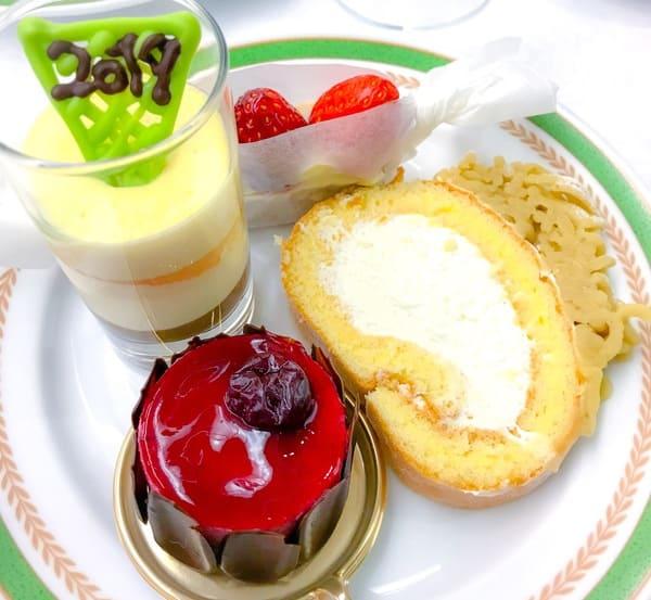 川崎日航ホテルプレミアムスイーツブッフェ タルトフレーズ、柚子のティラミス、川崎栗のロールケーキ、グリオットショコラ