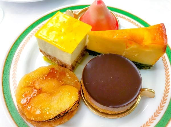 川崎日航ホテル スイーツブッフェ「赤富士、ムースオランジュ、ベイクドチーズケーキ、タルトタタン、タルトショコラ」