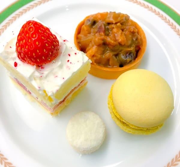 川崎日航ホテル プレミアムスイーツブッフェ ショートケーキ2019、森のタルト、ポルポローネ、チョコバナナマカロン