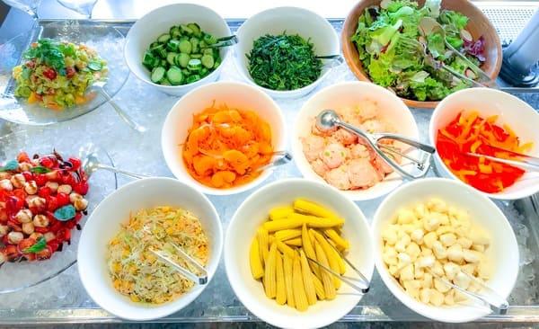 横浜ベイシェラトン ベイ・ビュー「ストロベリースイーツブッフェ〜Strawberry Garden〜」充実したサラダ・冷菜