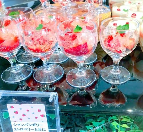 横浜ベイシェラトン「ベイ・ビュー」シャンパンゼリー 赤い果実添え