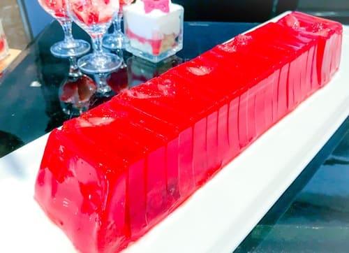 横浜ベイシェラトン「ベイ・ビュー」ストロベリースイーツブッフェ 赤い果実ゼリー テリーヌ仕立て