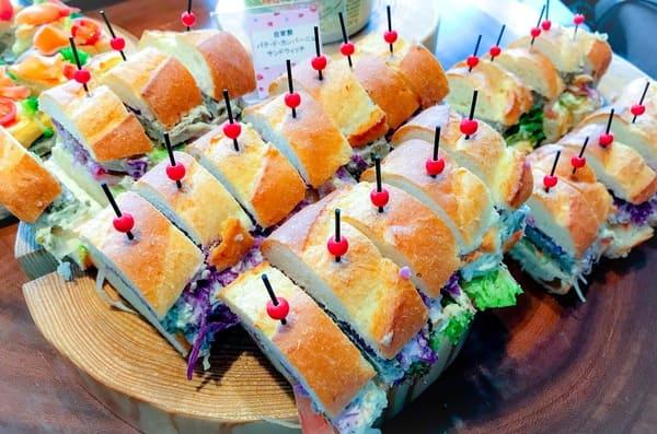 横浜ベイシェラトン「ベイ・ビュー」軽食自家製パテ・ド・カンパーニュのサンドウィッチ