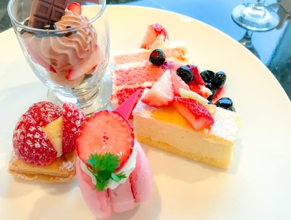 横浜ベイシェラトン「ベイ・ビュー」最後にお代わりしたお皿の写真・ストロベリースイーツブッフェ感想ブログ
