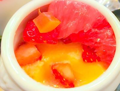 ザ・テラス ストロベリーデザートブッフェ グレープフルーツと苺のポットの写真と感想