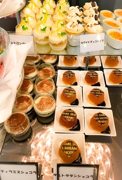 京成ホテルミラマーレ ミレフォリア デザートバイキング 2019年2月 ブッフェ台写真 シトロンベール、ホワイトチョコナッツ、ティラミスショコラ、タルトタタンショコラ