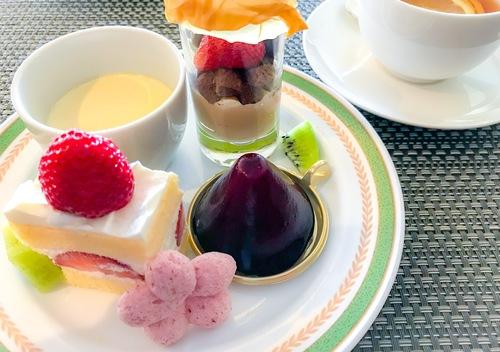 川崎日航ホテル 夜間飛行 2019年2月「いちごスイーツブッフェ」食べた物 ラムレーズンプリン、いちごとチョコのグラス、あまおうのショートケーキ、カシス*、いちごメレンゲ