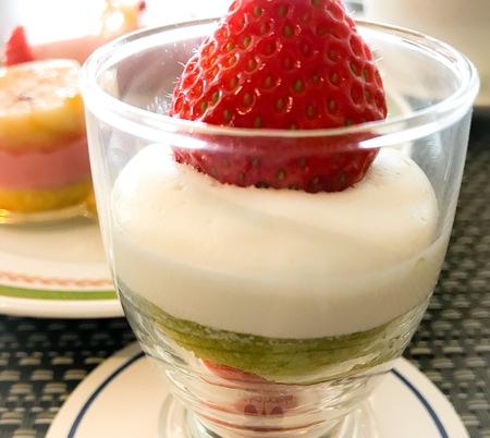 川崎日航ホテル 夜間飛行 いちごスイーツブッフェ 苺のグラス 写真 ブログ