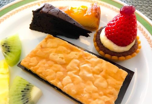 夜間飛行 いちごスイーツブッフェ 2019年2月 板チョコパイ、タルトフレーズ*、ベイクドチーズケーキ、クラシックショコラ