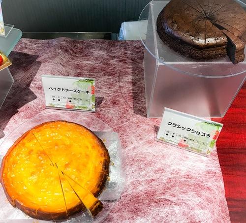 夜間飛行 スイーツブッフェ 定番のベイクドチーズケーキとクラシックショコラ