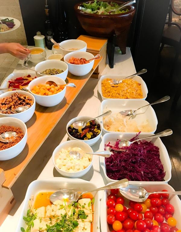 グランドハイアット東京 フレンチキッチン ランチブッフェ サラダコーナーの写真