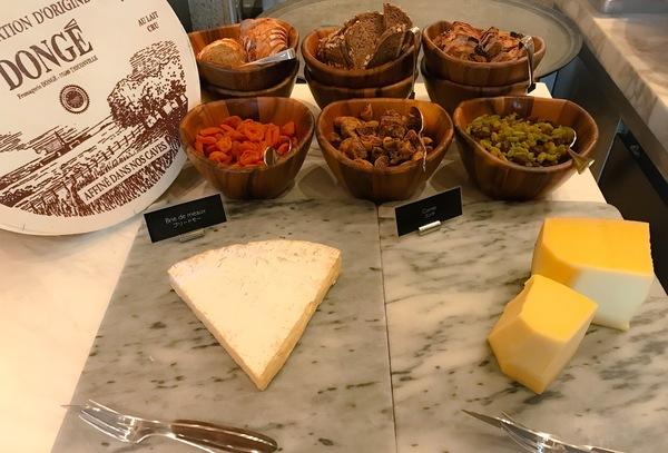 グランドハイアット東京 フレンチキッチン ランチブッフェ チーズブッフェ台写真