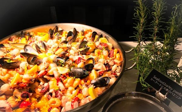 フレンチキッチン ランチブッフェ メイン料理「シーフードと大麦のパエリア」