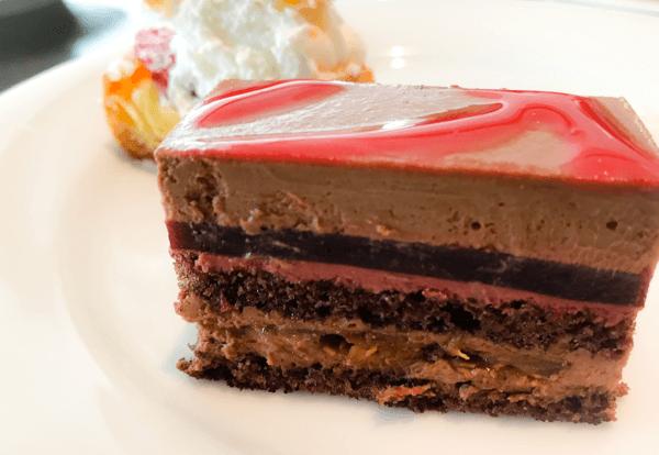 フレンチキッチン ランチブッフェ デザートのチェリーチョコレートムース