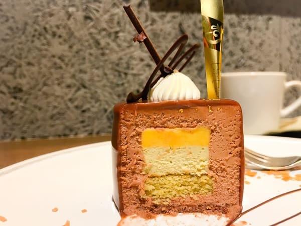 パティスリー&カフェデリーモ ミッドタウン日比谷限定ケーキ「ヒビヤ」の断面写真と味の感想ブログ