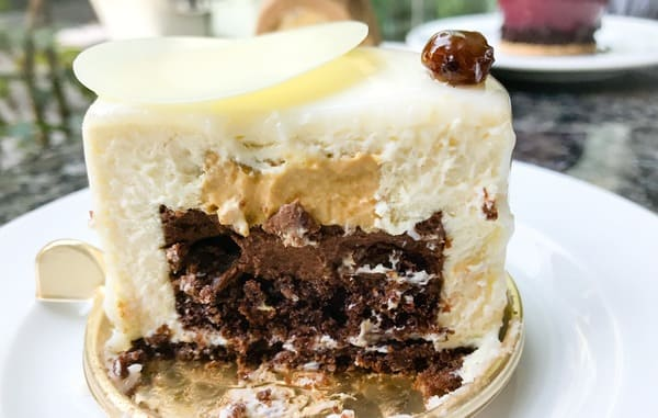 パークハイアット東京 ペストリーブティック ラムレーズンとホワイトチョコレートのムース ケーキ断面写真 レビューブログ