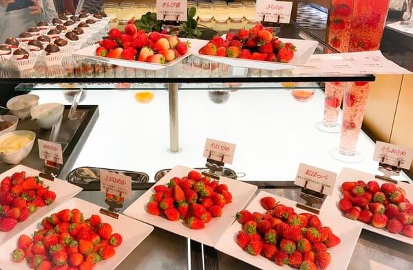 横浜ベイホテル東急 ソマーハウス いちごジャーニーのブッフェ台 いちご