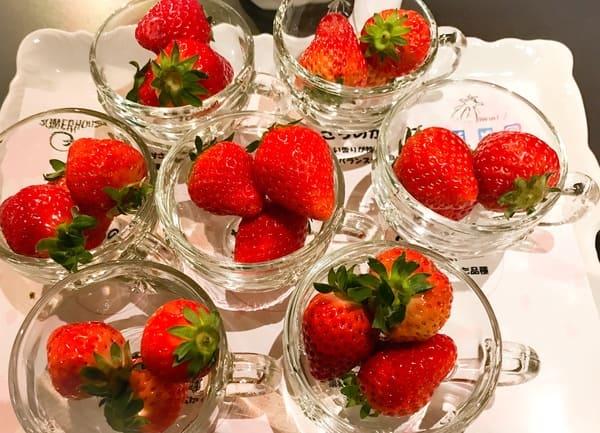横浜ベイホテル東急 ソマーハウス いちごジャーニー 苺の盛られたお盆