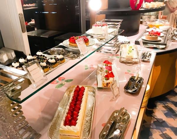 横浜ベイホテル東急 ソマーハウス いちごジャーニー ケーキブッフェ台の様子ブログ