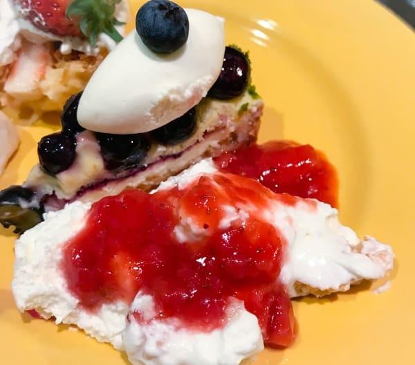 ソマーハウス スィートジャーニー 食べたケーキ ミルフィーユ、タルトミルティーユ、クレームダンジュ