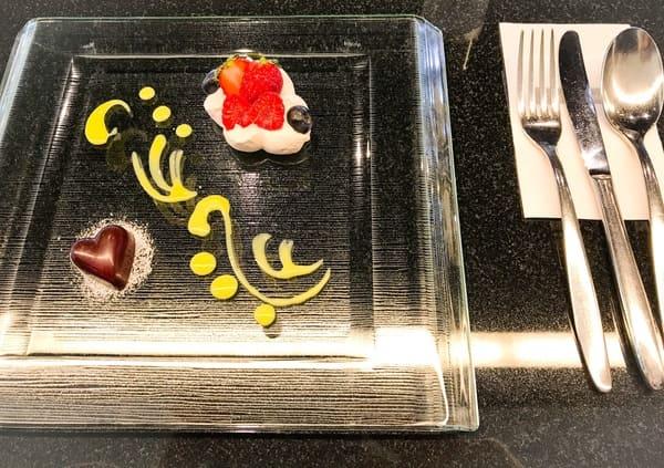 トシ・ヨロイヅカ東京 カウンターデザート 前菜の写真