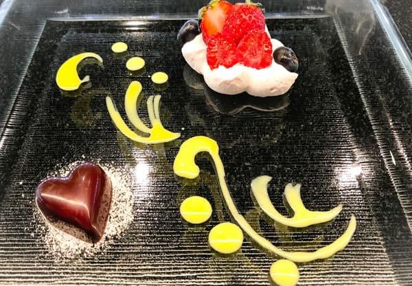 トシ・ヨロイヅカ東京 カウンターデザート 前菜の写真 レビューブログ