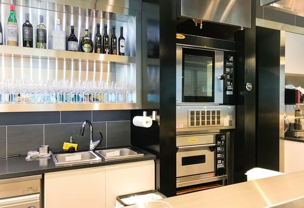 トシ・ヨロイヅカ東京 カウンターデザートはお店のプロ仕様の道具を見られる楽しみがある ブログ