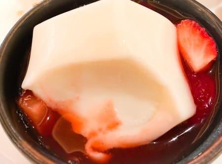 ザ・テラス ストロベリーデザートブッフェ 杏仁風味の葛苺のソース 感想ブログ