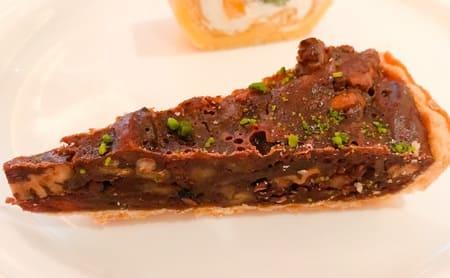 ザ・テラス ストロベリーデザートブッフェ アトリエコーナー クルミとペカンナッツのチョコレートタルト