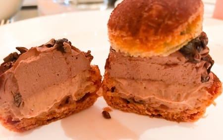 ザ・テラス ストロベリーデザートブッフェ チョコレートとプラリネのシュークリーム感想ブログ