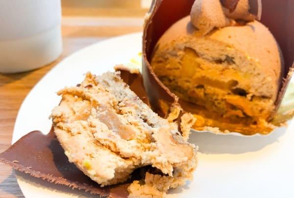 ピエール・エルメ・パリ青山 「ユ」ダコワーズノワゼット、プラリネ風味ムスリーヌ、ユズ風味のリンゴのコンポート、ショコラオレ