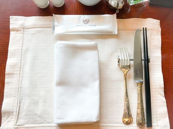 帝国ホテル東京 インペリアルバイキング サール 席のテーブルセット写真 ブログ