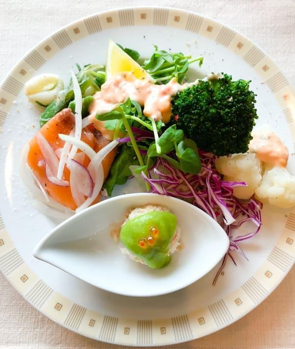 帝国ホテル東京 インペリアルバイキング サールのランチブッフェ 前菜とサラダのお皿写真 ブログ
