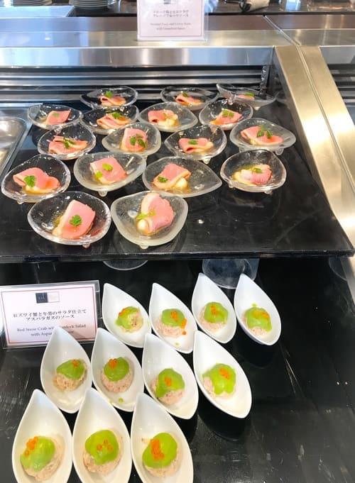 帝国ホテル東京 メニュー 紅ズワイ蟹と牛蒡のサラダ仕立て アスパラガスのソース、スモーク鴨とセロリラヴ グレープフルーツソース