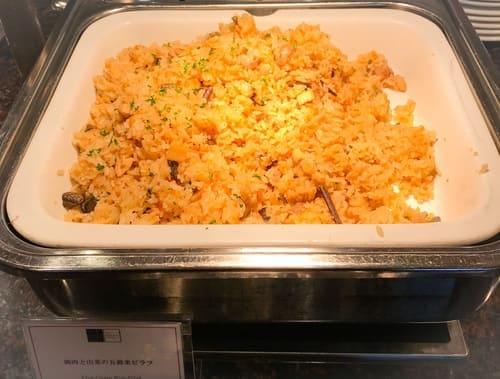 帝国ホテル 東京「インペリアルバイキング サール」ランチブッフェ 鶏肉と山菜の五穀米ピラフ