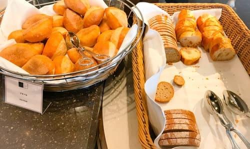 帝国ホテル東京 サール バイキング ホテルブレッド ハード系のパン