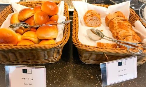 帝国ホテル東京 サール ランチ ホテルショップ「ガルガンチュワ」でも販売されているパンもいただけます