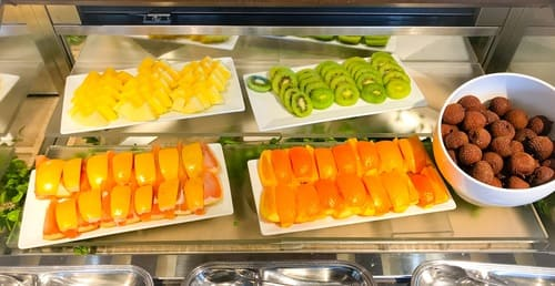 帝国ホテル東京 サール フルーツのブッフェ台写真 ブログ
