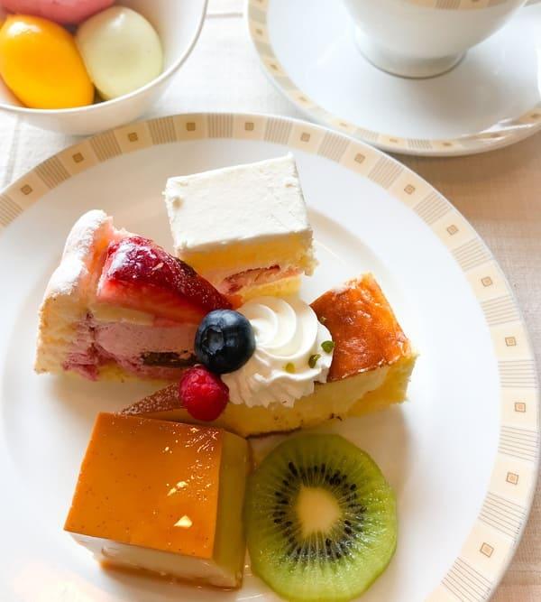帝国ホテル インペリアルバイキングサール デザートを盛り付けたお皿